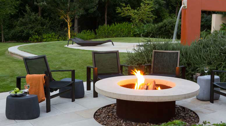 Fire pits and fireplaces are one of the hottest trends in landscaping as homeowners look to maximize their enjoyment from their outdoor living spaces. But what's the best option for you?