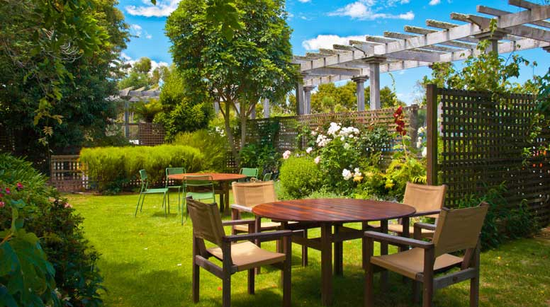 creative outdoor entertaining spaces on a budget - Garden Design Trends 2016