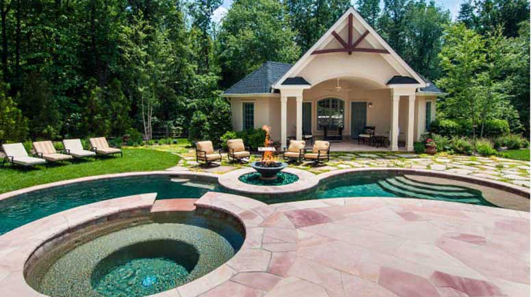 Outdoor Entertaining Pool